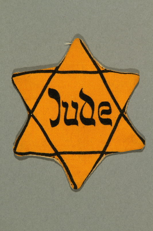 2016.552.2 front Factory-printed Star of David badge printed with Jude, belonging to a German Jewish woman