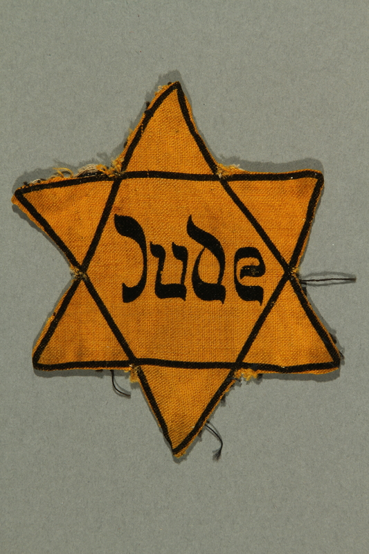 2016.552.3 front Factory-printed Star of David badge printed with Jude, belonging to a German Jewish woman