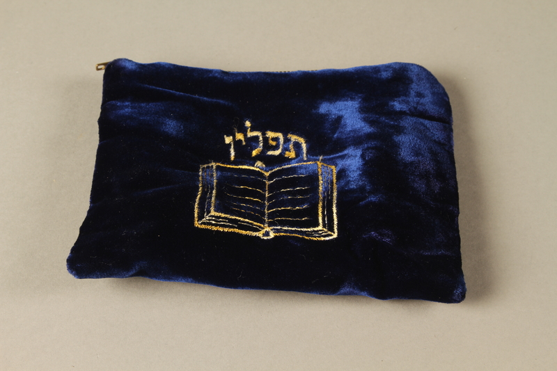 2018.297.3 e 3/4 view Pair of tefillin and bag given to a Czechoslovakian Jewish man by a U.S. Army chaplain