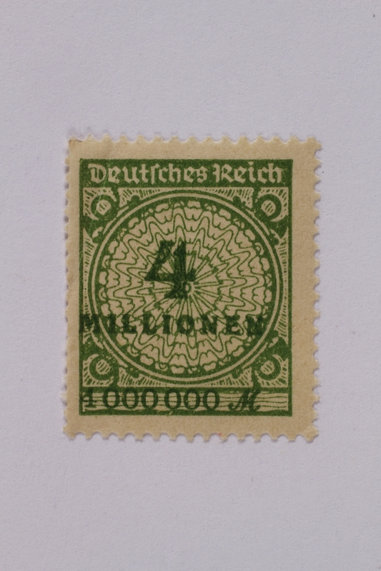 1992.221.109 front Postage stamp
