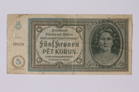 1992.221.11 front Czechoslovakia, 5 [funf] kronen note  Click to enlarge