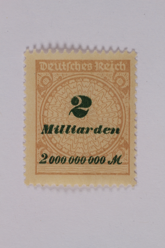 1992.221.118 front Postage stamp