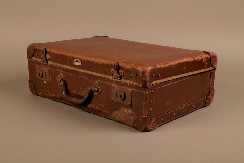 2019.107.2 3/4 closed Suitcase