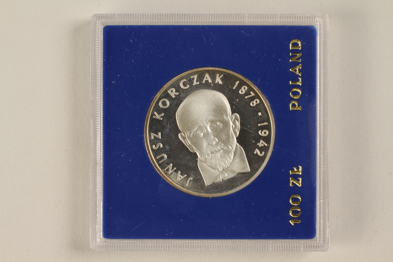 1992.58.2 front 100 zloty silver coin from Poland honoring Janusz Korczak
