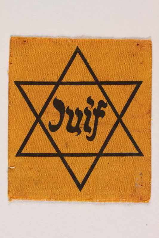 1993.14.1 front Star of David badge with Juif printed in the center
