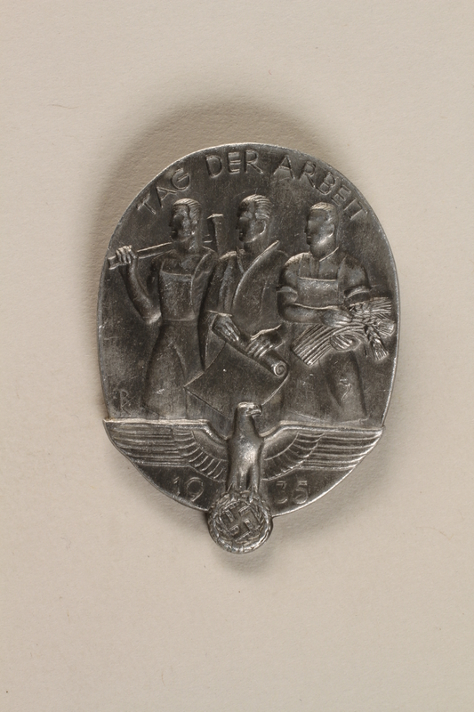 1993.160.3 front Tag der Arbeit 1935 badge