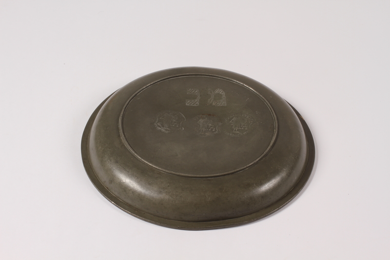 2012.456.2 bottom Shallow pewter bowl with etched Hebrew owned by a German Jewish prewar emigre