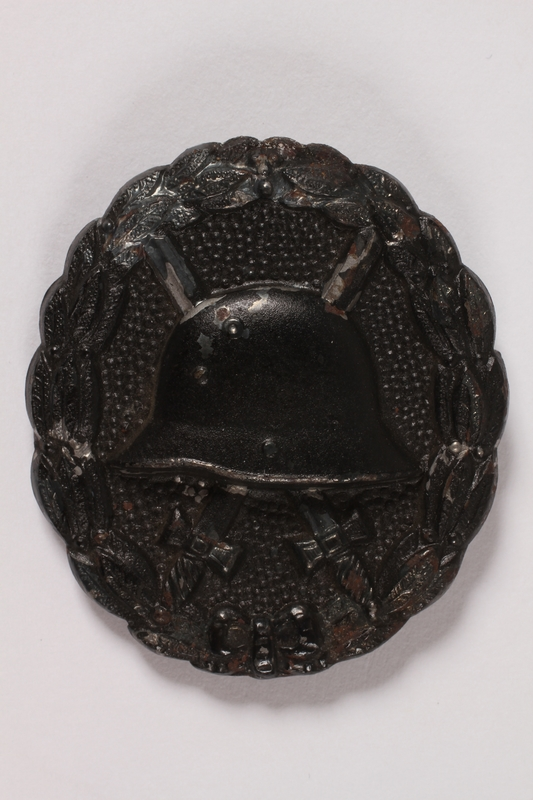 1997.A.0039.3 front World War I wound badge for a cap awarded to a German soldier