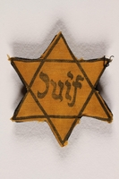 1993.25.1 front Star of David badge with Juif printed in the center  Click to enlarge