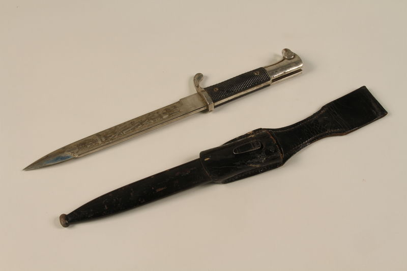 1989.10.6 open Dagger embossed with a motto and Reichsadler with sheath acquired by a US soldier from German troops