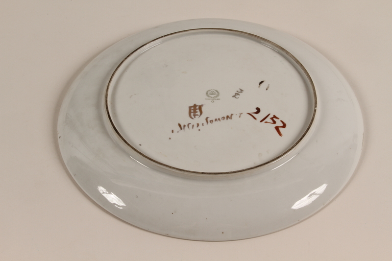 1994.97.3 back Commemorative plate to honor a lawyer for his work on behalf of Holocaust survivors