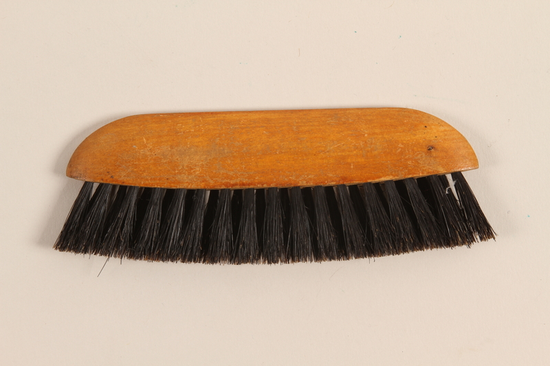 1995.123.1 back Brush imprinted with advertisement of German custom tailor shop