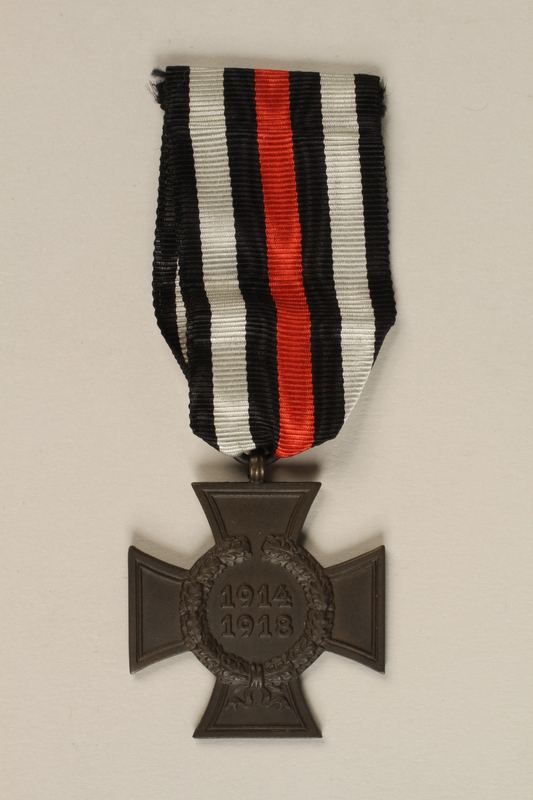 1995.123.2 front Honor Cross of the World War 1914/1918 non-combatant veteran service medal