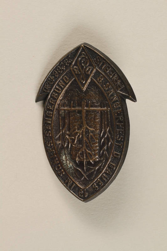 1994.124.13 front Commemorative pin