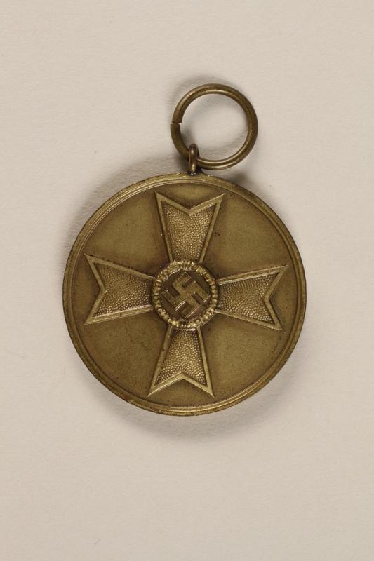 1994.124.22 front German civilian war service medallion