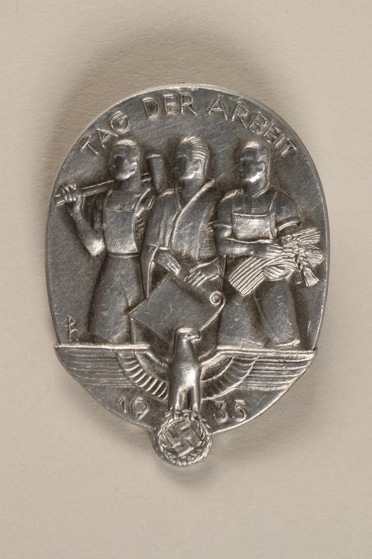 1994.124.4 front Tag der Arbeit 1935 badge