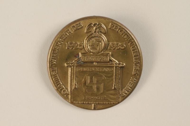 1994.124.5 front 10 jährige Wiederkehr des Reichsparteitages Weimar 1926-1936 badge