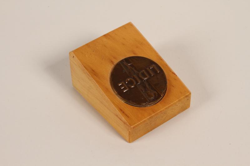 1995.128.3 front Medal