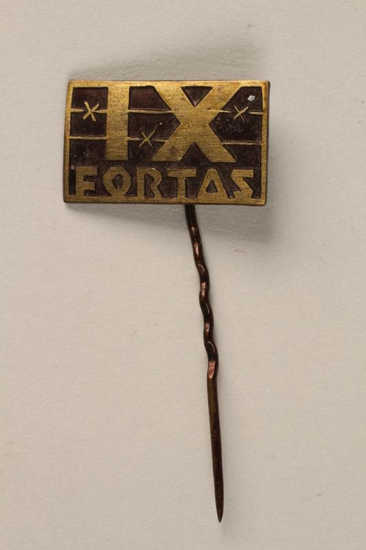 1995.128.9.16 front Stickpin