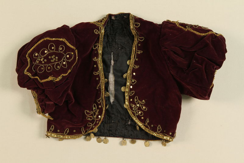 1989.270.2 front Blouse worn by a member of a Czech-Moravian nomadic Romani group