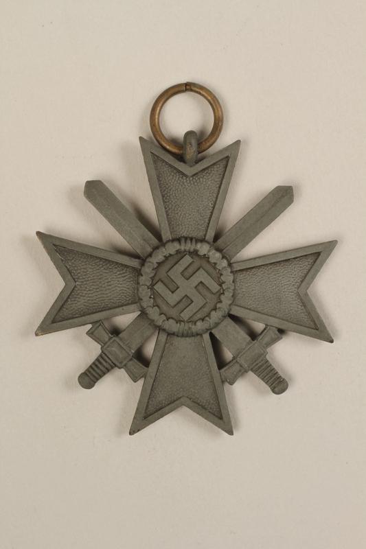1995.142.5_a front War Merit Cross