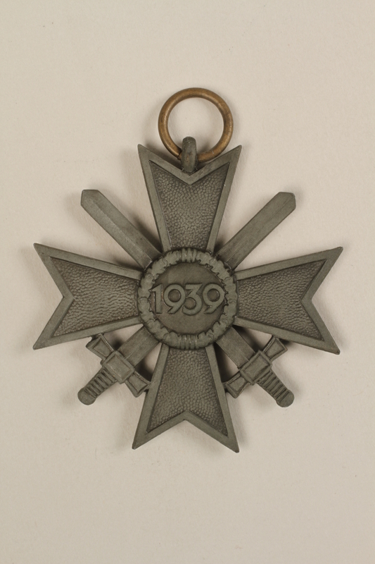1995.142.5_a back War Merit Cross