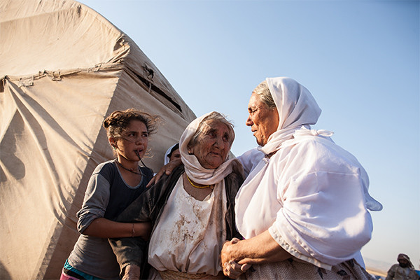 Goze, an 85-year-old Iraqi Yezidi woman, makes it to a refugee camp after escaping from ISIS in August 2014. <i>Mackenzie Knowles-Coursin for the US Holocaust Memorial Museum</i>