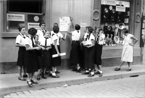 a league of german girls Members of the bdm, 1935 the league of german girls or ( cognate ) band of german maidens ( german : bund deutscher mädel , abbreviated bdm ) was the girls' wing of the nazi party youth movement, the hitler youth .